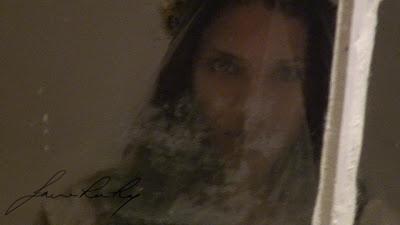 anna face in window